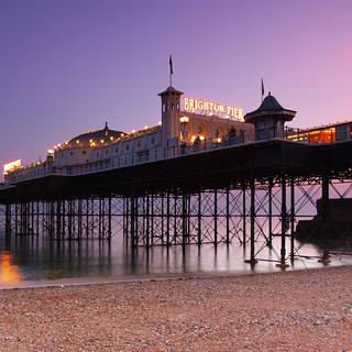 Brighton Pier (By hozinja (Brighton Pier at dusk, UK Uploaded by BaldBoris) [CC BY 2.0 (http://creativecommons.org/licenses/by/2.0)], via Wikimedia Commons)